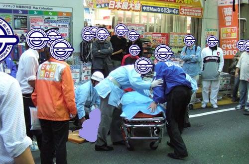 ソフマップ2号店店頭 意識を失って倒れた人が救急車で運ばれる