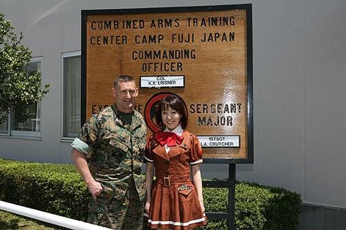 「ぴくせる☆まりたん」役を演じる徳永愛さんが海兵隊基地を探検してしまおう