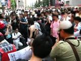 バニーガールを囲んでいた人は多かった