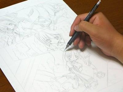 てぃんくる先生のマンガ制作の様子。次に下描きです。速ければ1ページ30分くらいとか。