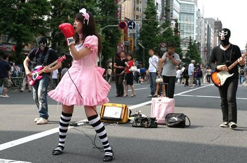 ヒヨコビートが、秋葉原で初めてのストリートライブ