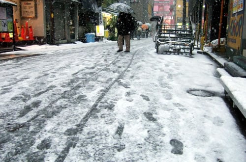 この冬初めての秋葉原の積雪