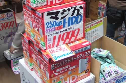 あきばお〜1号店、『拡張プレイ に gooood』な赤い箱を店頭販売