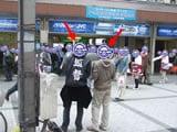 秋葉原駅前で街頭募金