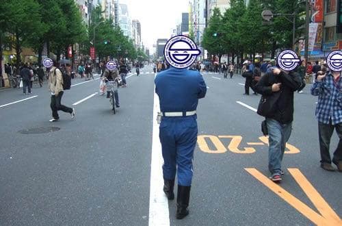 GW初日の秋葉原中央通りの歩行者天国