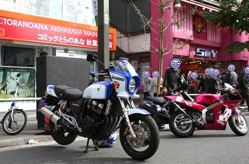 痛仕様のバイク「痛単車(いたんしゃ)」 とら前でプチ撮影会
